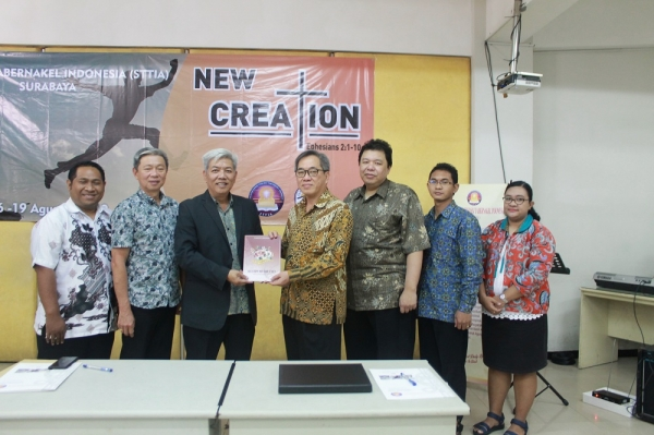 MoU STT TABERNAKEL INDONESIA DENGAN EVANGELISM EXPLOSION INTERNATIONAL INDONESIA